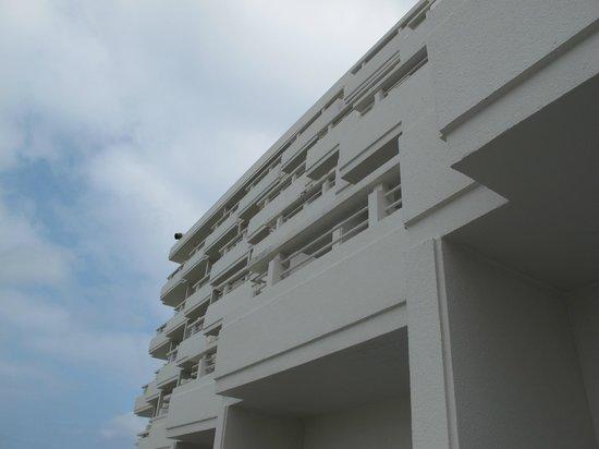 Sheraton Okinawa Sunmarina Resort: Hotel exterior