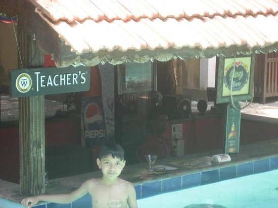 Joia Do Mar Resort: Dev , at the poolside bar !