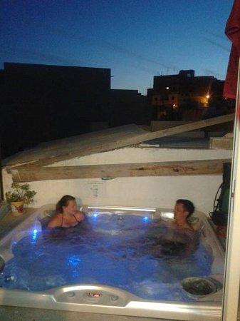 Hostel Malti : jacuzzi