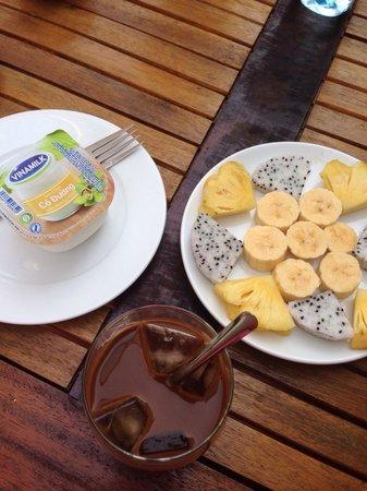 Hoian Life Homestay: Our yummy breakfast!!