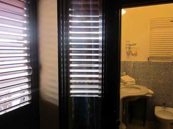 Ambasciatori Hotel: Balcony/bathroom