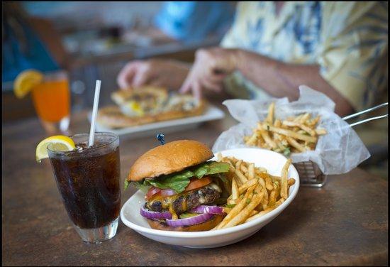 Tradewinds Restaurant and Bar: Tradewinds