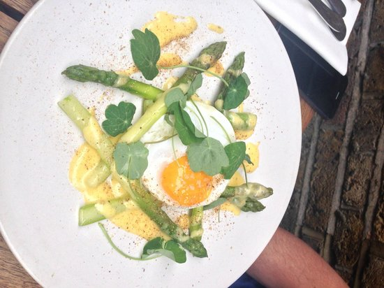 Mews of Mayfair: asparagus starter
