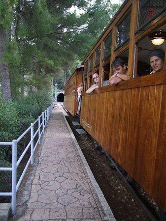 Ferrocarril de Soller : A view of the train & tunnel