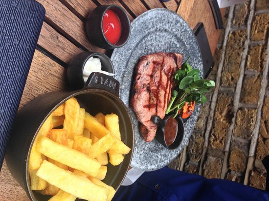 Mews of Mayfair: rare steak and chips