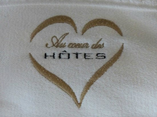 Au Coeur Des Hôtes : Broderie sur les serviettes de bain