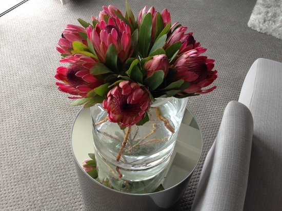 Cape View Clifton : Beautiful flowers in our room