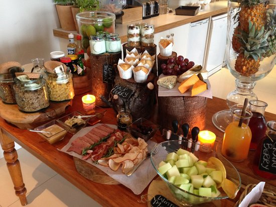 Cape View Clifton : The breakfast spread