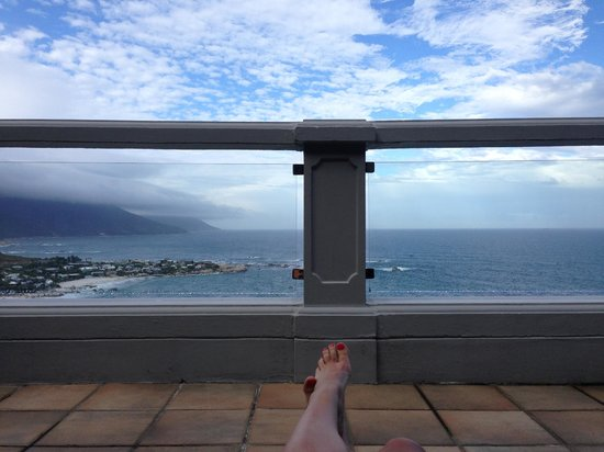 Cape View Clifton: Lying on a lounger on our private balcony