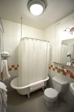 Baldwin Hotel: Cute little bathrooms.
