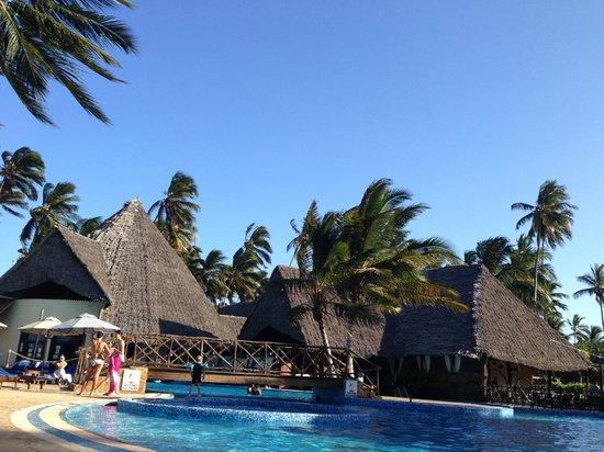 Ocean Paradise Resort & Spa: プールは水深が深くて気持ちいい!