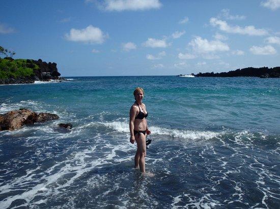 Wai'anapanapa State Park: Black sand beach!