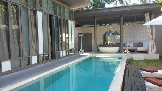 SALA Phuket Resort & Spa: Pool with view of the bath ;-)