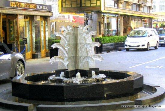 The Savoy: Lalique fountain