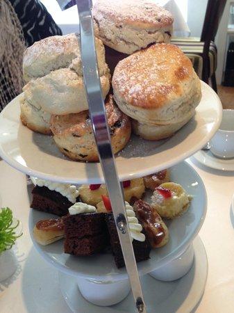 The Kilns Hotel: Cakes/scones
