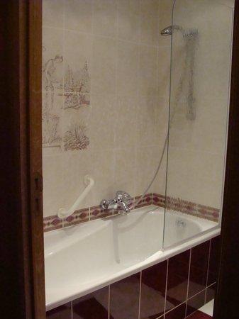 Le relais du Marquis : bain salle de bain chambre supérieure
