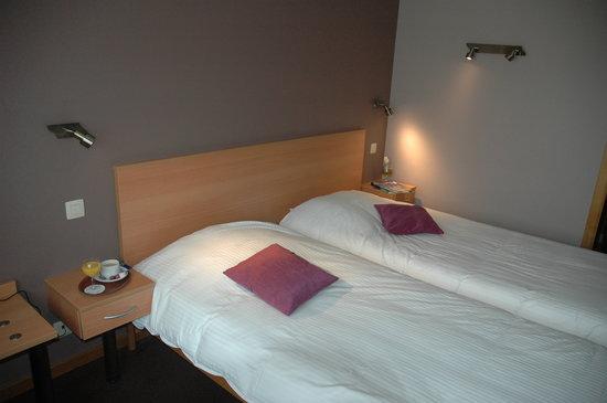 Le Relais Du Marquis: chambre standard lits jumeaux rez-de-chaussée côté parking