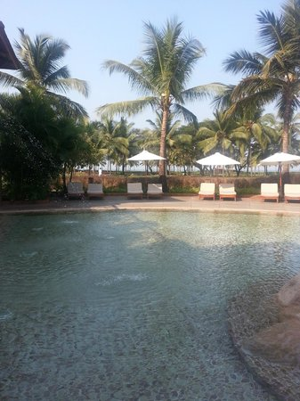 Park Hyatt Goa Resort and Spa: Around the swimming pools