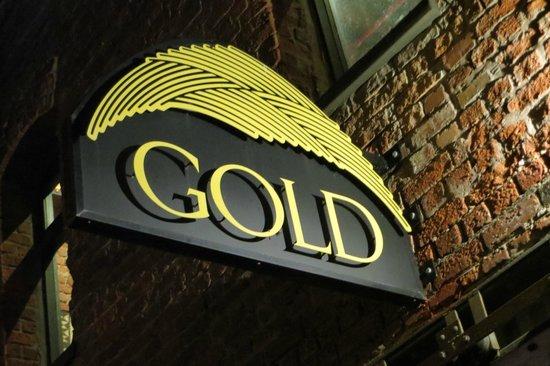 Gold Restaurant : The entrance sign