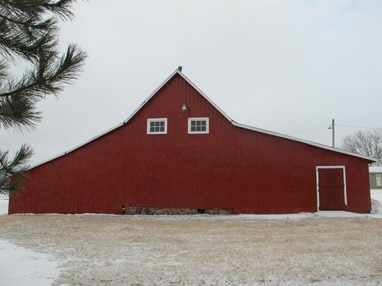 Angeline's Inn: We love a cool red barn!