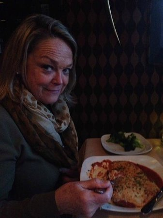 Cafe Napoli: Diane had the Chicken Parmigiana