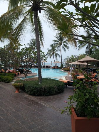Bo Phut Resort & Spa: The grounds and pool