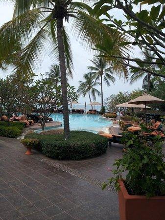 Bo Phut Resort & Spa : The grounds and pool