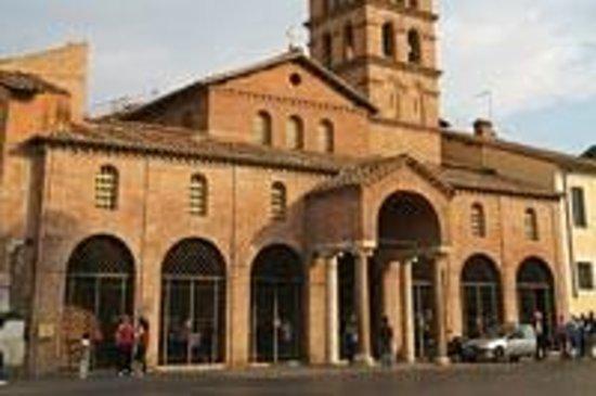 Bocca della Verita : The Basilic of Santa Maria in Cosmedin