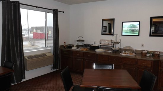 Americas Best Value Inn & Suites Northfield : Part of the breakfast