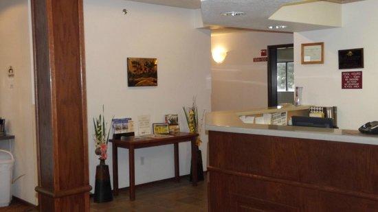 Americas Best Value Inn & Suites Northfield : Lobby