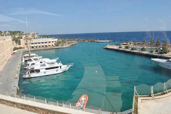 Citadel Azur Resort: Вид из главного корпуса