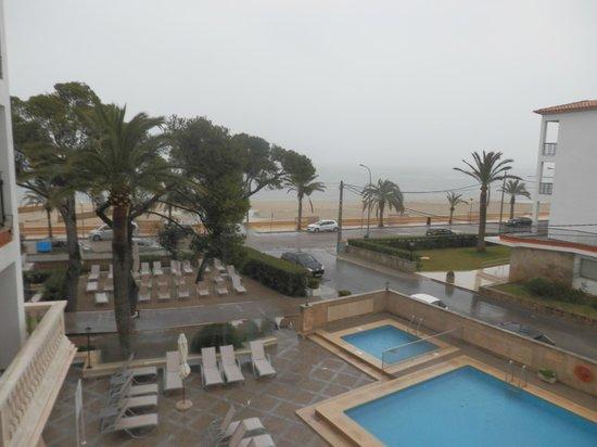 Hoposa Uyal Hotel: raining day, but we dont care