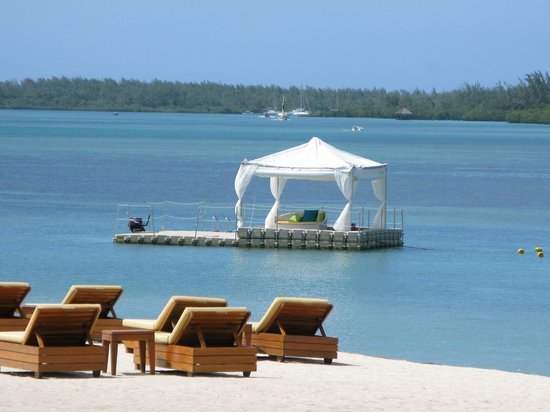 Four Seasons Resort Mauritius at Anahita : Your private boat for dining