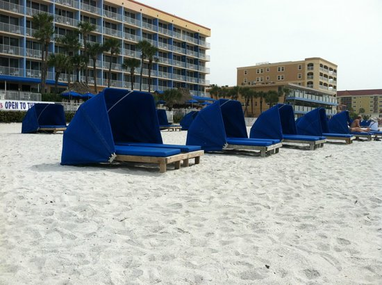 Doubletree Beach Resort by Hilton Tampa Bay / North Redington Beach : The Beach with the hotel in the background