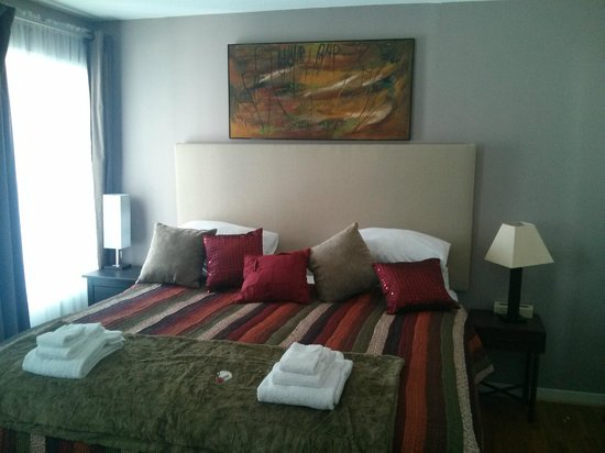 Abadin Bed and Breakfast: King Size Room Bed