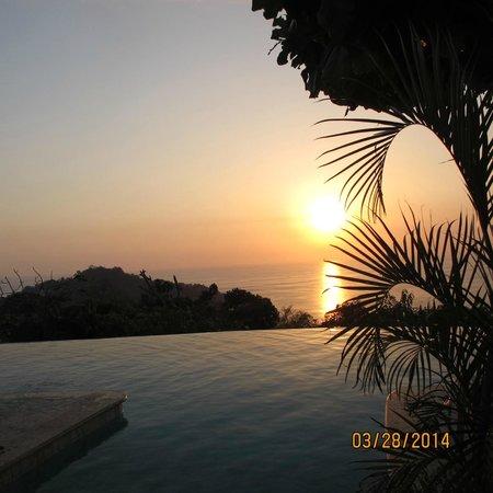 La Mariposa Hotel : Sunset view across the infinity pool Hotel La Mariposa