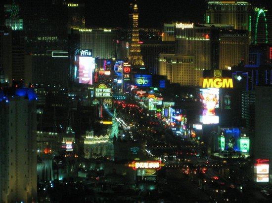 Four Seasons Hotel Las Vegas: View of Vegas Strip at Night from Room