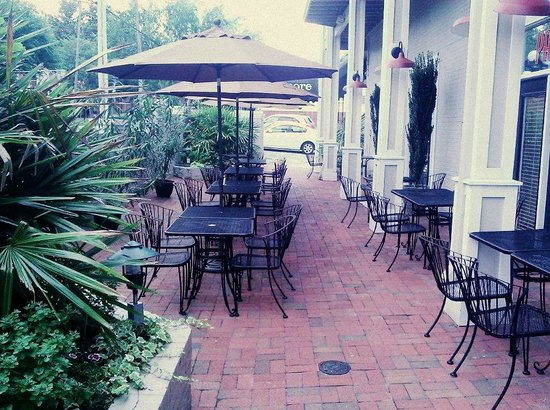 Hotel Tarrymore: Our cozy patio, perfect for enjoying an afternoon drink