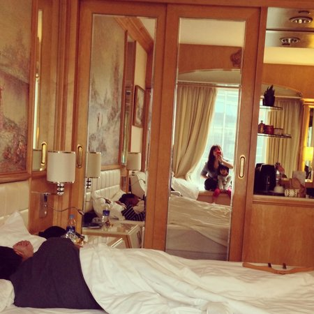Regal Hongkong Hotel : The mirrors made the room seem bigger. Bed was just queen and so low.