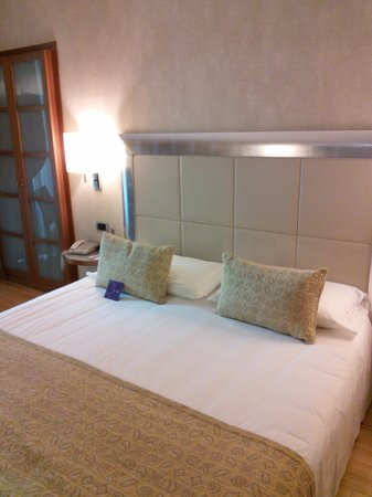 Mercure Torino Crystal Palace : Comfortable bed