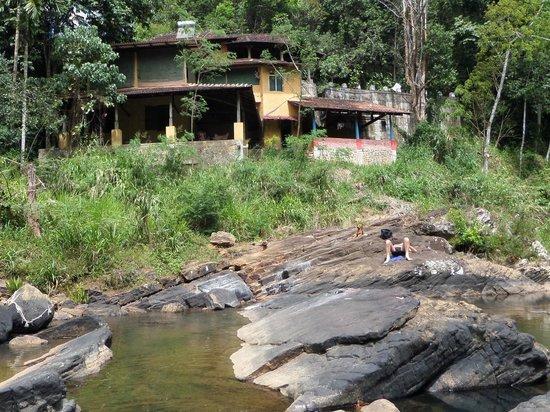 Kandy Samadhi Centre : de twee 'kamers' aan de rivier