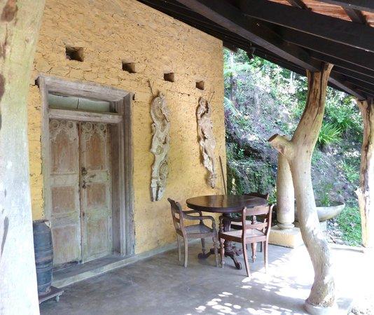 Kandy Samadhi Centre : een van de 'mud houses' (kamer)