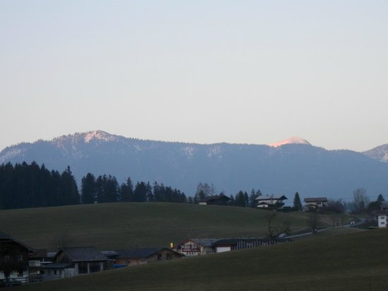 Traunstein Gasthaus: Wonderfull view of the mountains at sunset-time from the balcony of my room