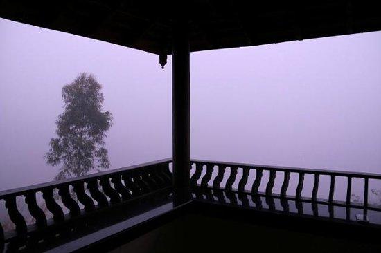 Banasura Island Retreat : Misty Dawn from the balcony
