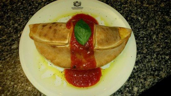 Margherita Pizzeria : Calzone Prosciutto
