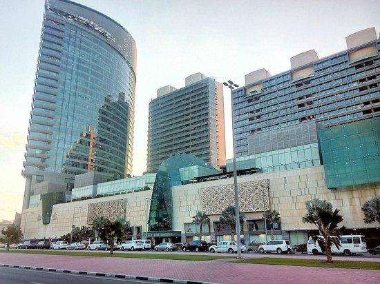 BurJuman Arjaan by Rotana - Dubai: Burjaman Mall and apartment block in the middle