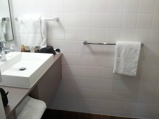 ibis Melbourne Hotel and Apartments: Banheiro