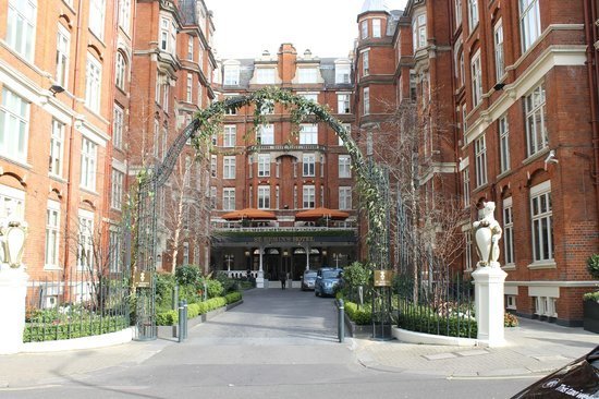 St. Ermin's Hotel, Autograph Collection : The front entrance