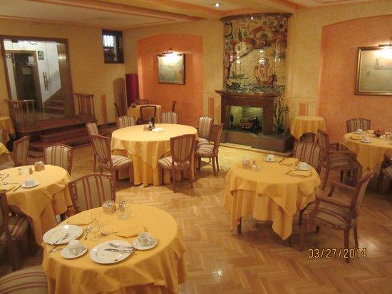 Colón Hotel: Breakfast room