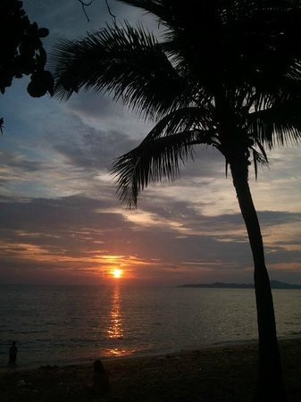 Jomtien Hostel Hotel: Sunset at Jomtien Beach